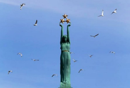 the-freedom-monument-riga-latvia-875x592