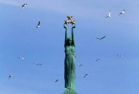 the-freedom-monument-riga-latvia-875x592